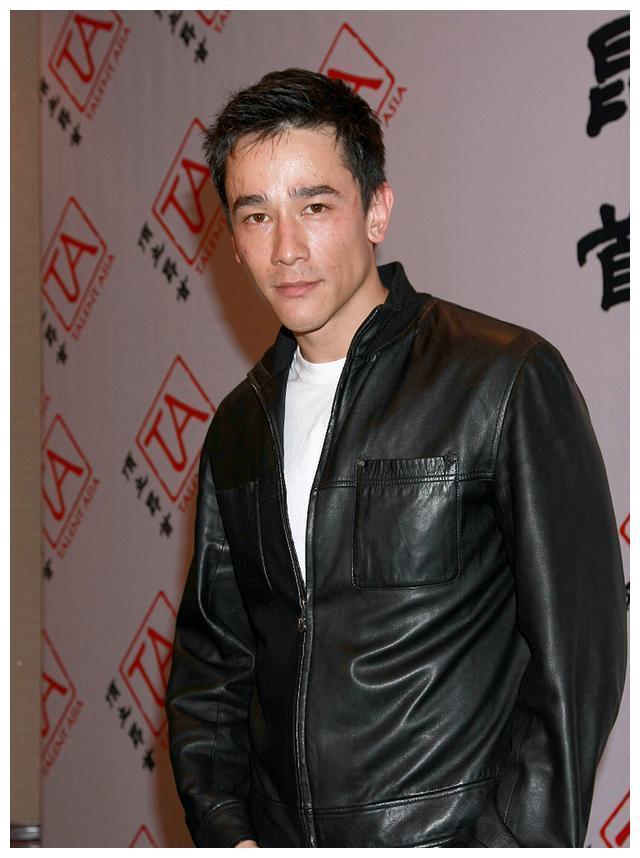44岁吴嘉龙遭女友父母嫌穷结婚未有期,不稀罕父亲吴耀汉30亿资产