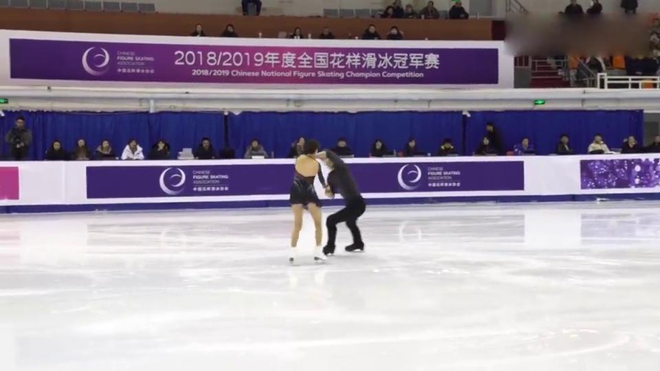 全国花样滑冰冠军赛彭程金杨领跑双人滑短节目