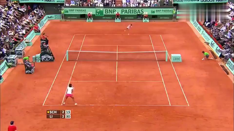 李娜法网夺冠,成首位夺大满贯亚洲人,真是国人的骄傲!