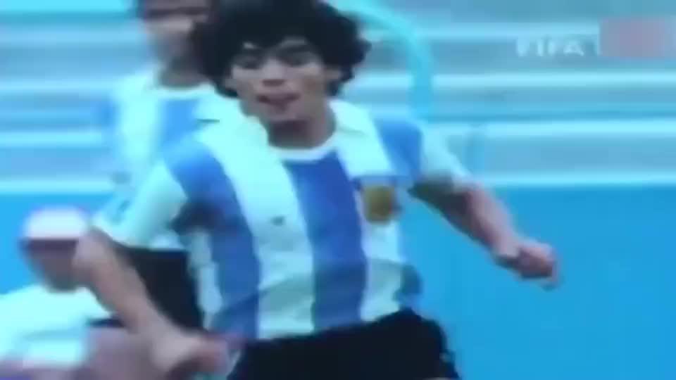 足球:这才是最接近球王的气魄!马拉多纳18岁便展现出非凡领导力