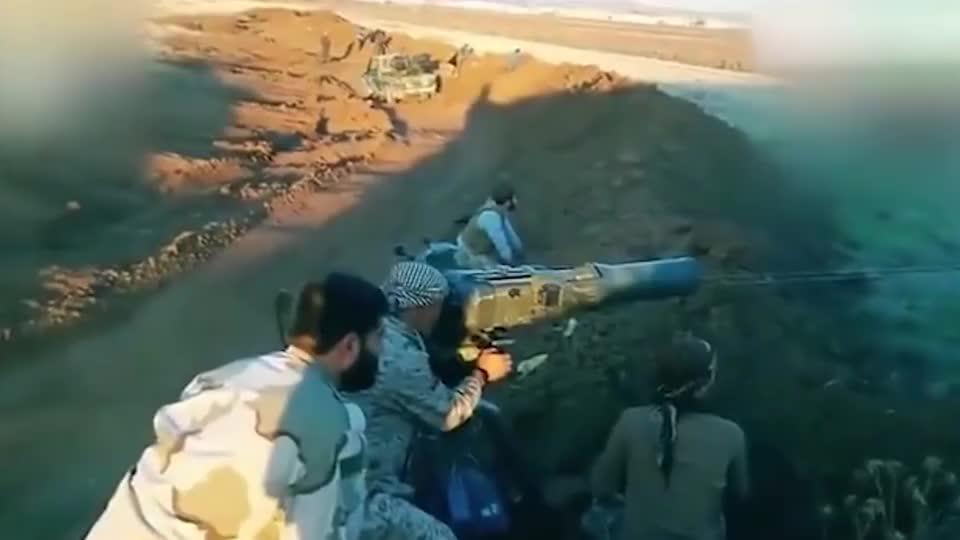 实拍叙利亚战场画面,反坦克导弹伏击叛军车队,毫无还手能力!