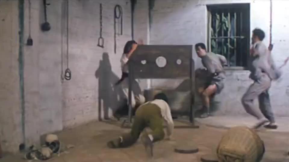 看着狗妖三只手却不敢动手,胆子怂的一批,最后全靠大傻智商开挂