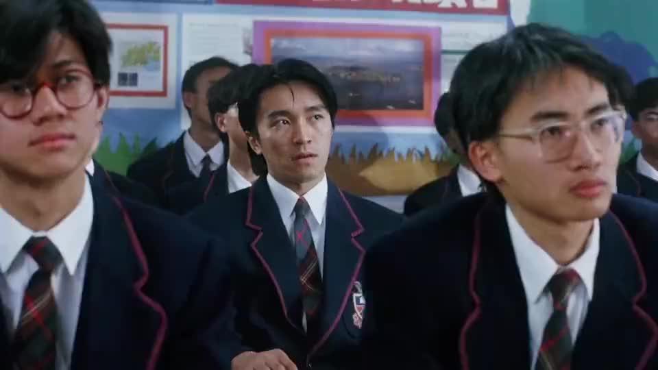 星爷是真不爱上学啊,第一天上课竟上出了监狱风云的感觉!
