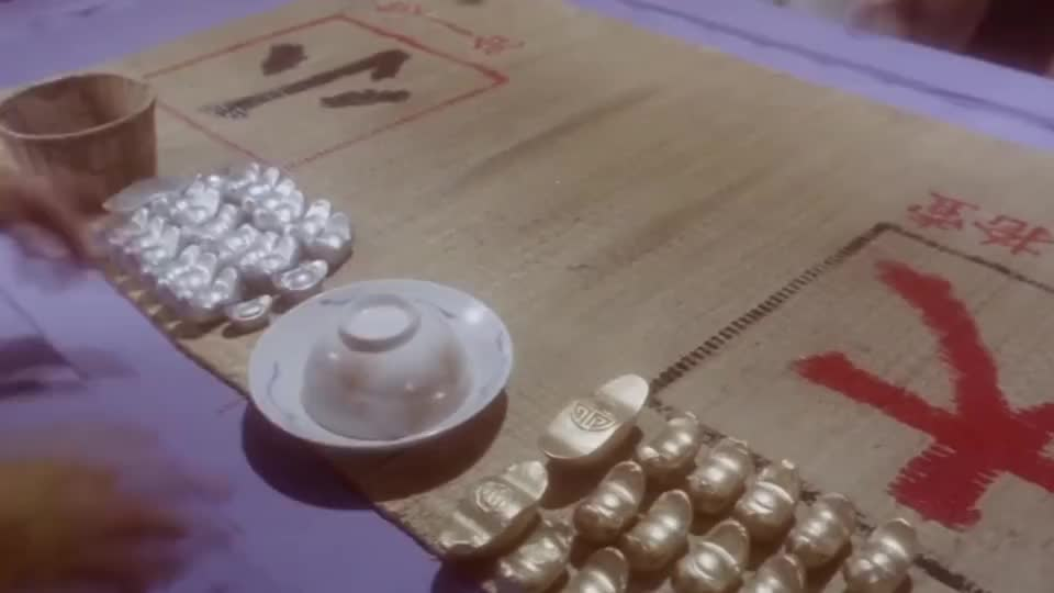 张卫健赌场赌大小,前两把都赢了最后一把却输光了,委屈他老娘了