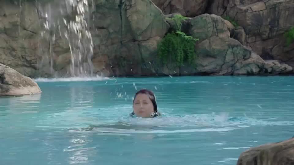 美女为了测试任达华的忠诚度,假装溺水,真会给自己加戏