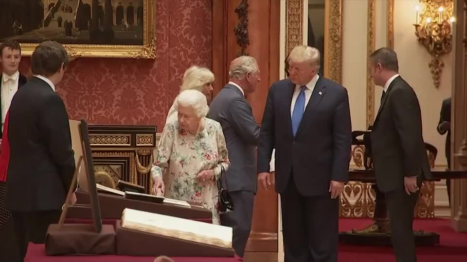 美国总统亲自拜访英国,展示王室收藏的艺术品,每一件都很贵重!