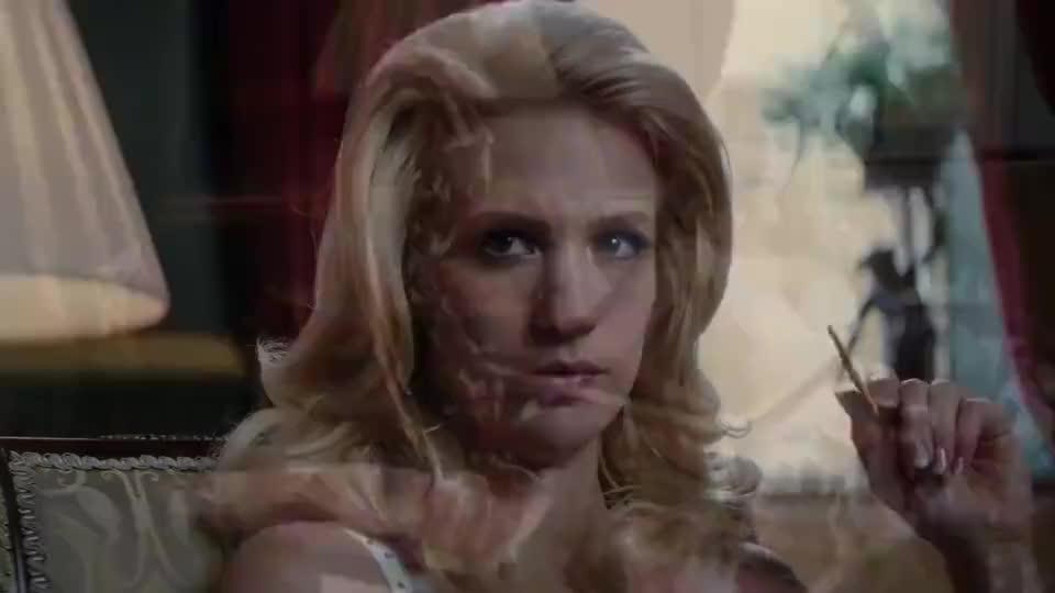 在强大的万磁王面前,白皇能力太过微不足道,一眼神就能让她破裂