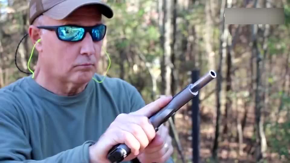 老外试射M1911手枪,可靠性极高,丝毫不输伯莱塔92式!