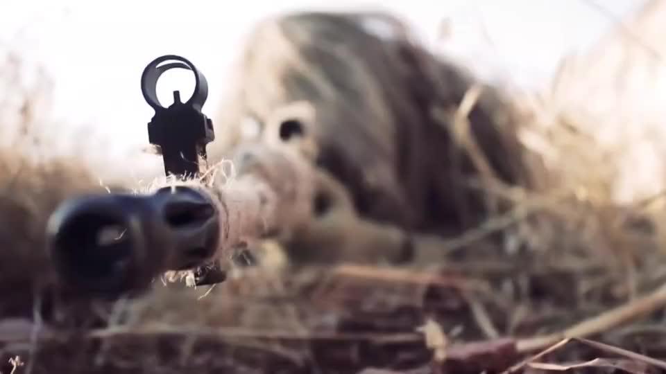 实拍叙利亚战场上的狙击手,吉利服满分!