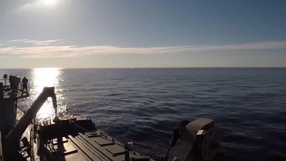 发射四枚洲际弹道导弹!实拍俄军北风之神战略核潜艇!