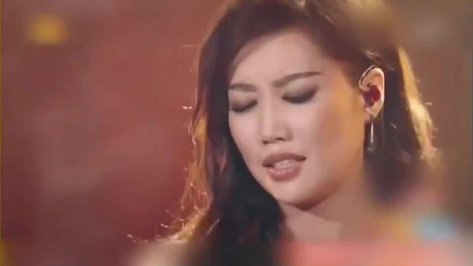 A-Lin最洗脑的神曲,这首《忘记拥抱》唱遍大江南北,好听至极