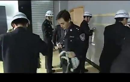 警中警:保安暴力袭警,惊动电视台,督察怀疑内部人员是保护伞