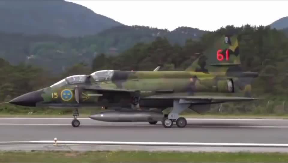 瑞典研发的萨博-37战机,鸭式布局堪称时代经典!