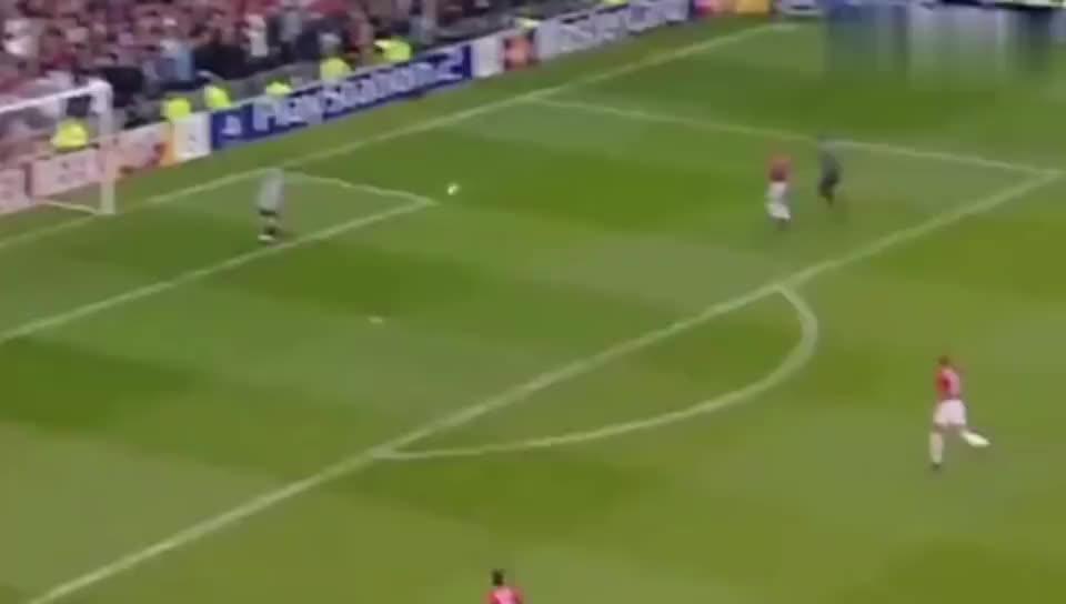 罗纳尔多欧冠最强一战 帽子戏法带领皇马完胜弗格森的曼联
