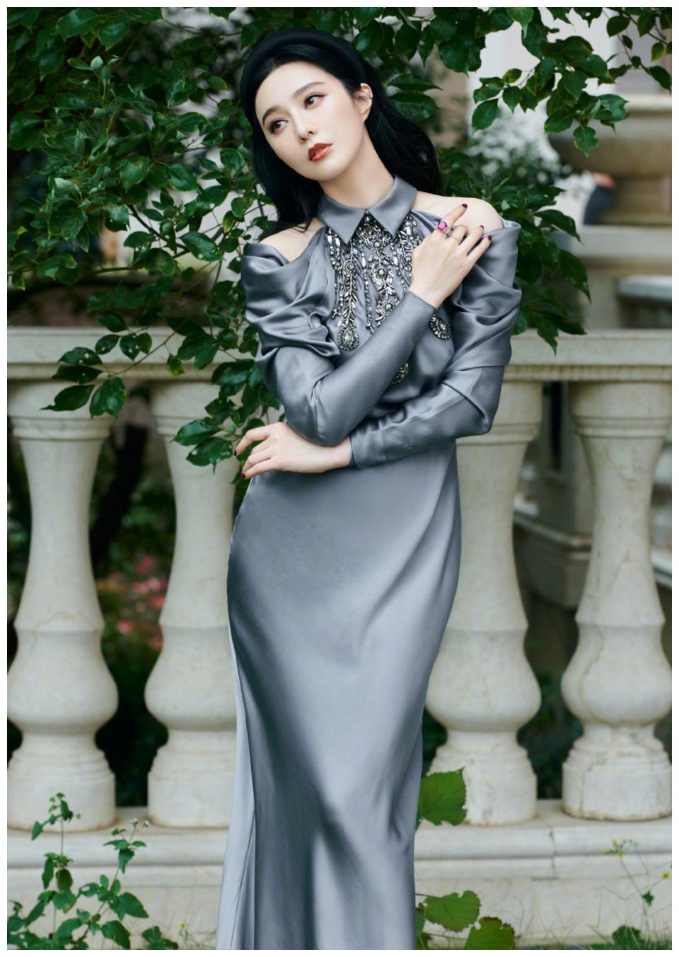 范冰冰的美太高级了,穿缎面高定连衣裙高贵典雅,比超模更出众