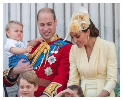 2岁路易王子化身《宝贝老板》,比哥哥更霸气,行走的表情包上线