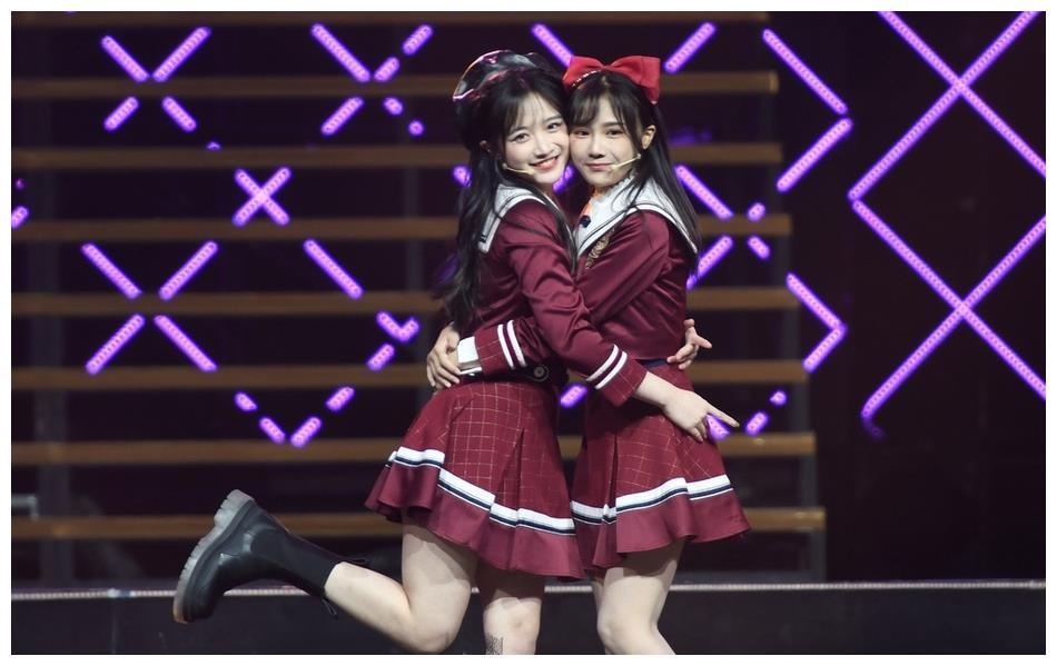 戴萌孙芮携SNH48众萌妹子热舞,雨伞舞精灵耳元素亮眼