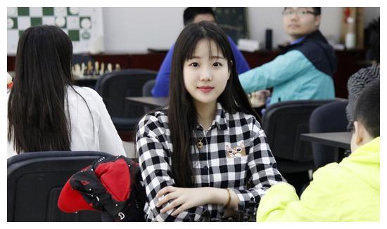 她是中国最美象棋手,上海财大校花,19岁身高超180,偶像是魏晨