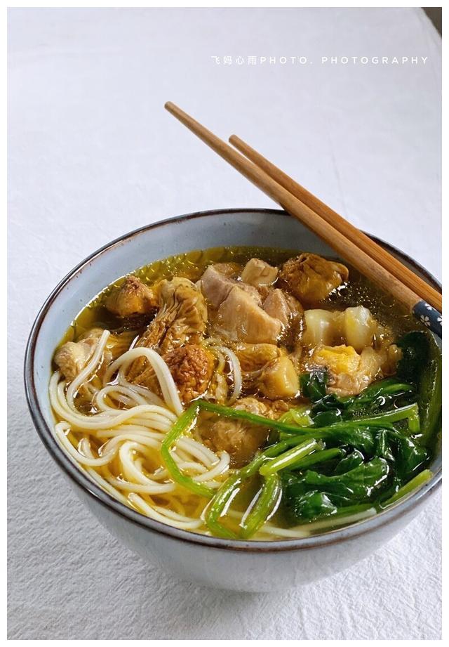 松茸鸡肉蔬菜面,营养丰富超美味,做法简单的快手菜,上班族必备