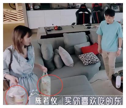 陈若仪林志颖吃路边摊,谁注意她用的餐具?这才是富家太太的体面