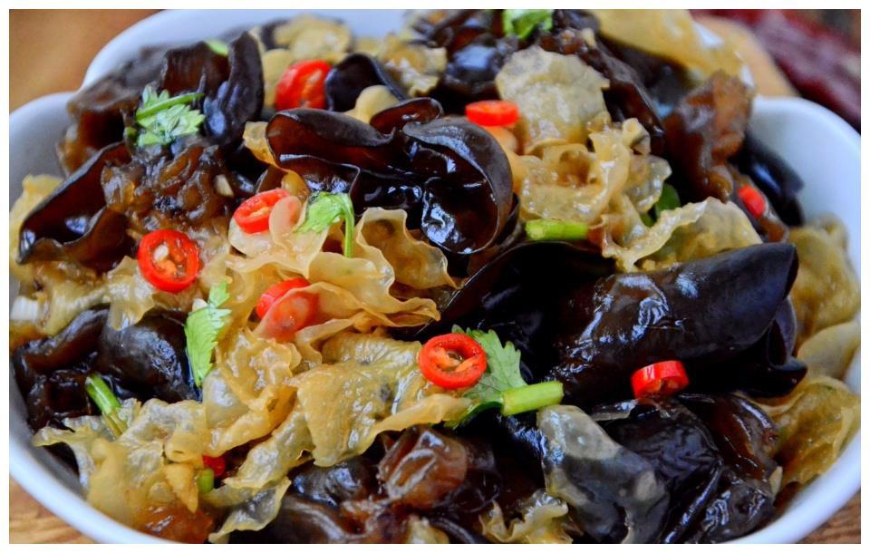 八月,吃鱼吃肉不如吃此菜,简单快手,拌一拌就上桌,清爽不油腻