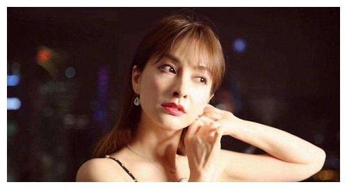23岁被骂腿粗,当了14年绿叶,37岁的她又美又瘦在北京买千万豪宅