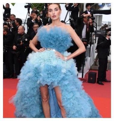 穿大拖尾短裙,李宇春辛芷蕾都被坑惨,有赘肉的奚梦瑶是最美的?