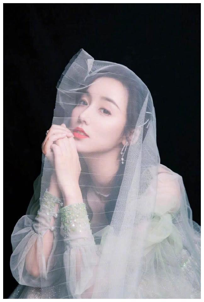 气质美女明星吕一唯美仙气写真图片