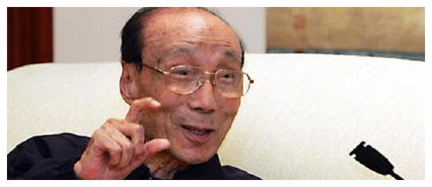 当年,107岁的邵逸夫去世后,留下4子女,为何无人继承商业帝国