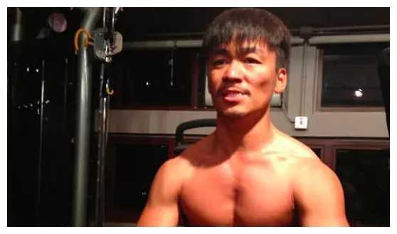 王宝强发布健身视频肚子凸起明显,难逃中年发福命运?