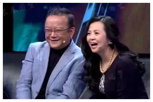 王刚近况曝光,三婚娶小20岁娇妻,今72岁仍为养妻儿拍戏奔波