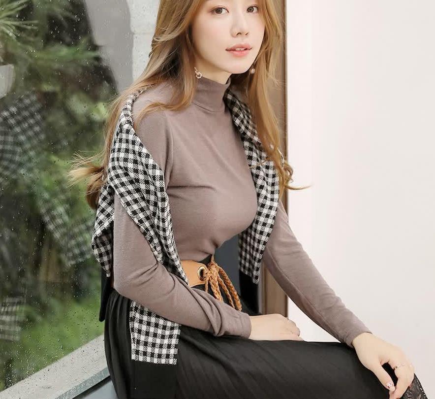 黑色格子外套是永恒的经典,搭配黑色或者咖啡色的都很时髦