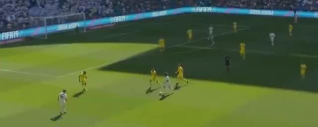 克罗斯马塞洛撞墙配合,迪亚兹扣球射门,可惜被扑了