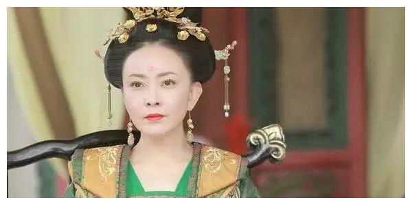 出道23年没红,38岁悄悄嫁给爱情,如今43岁搭档潘粤明确红了
