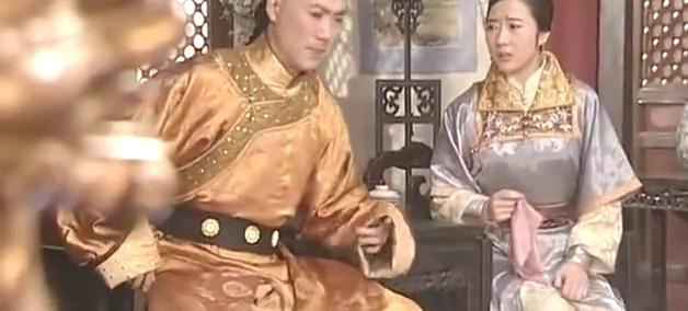 妃嫔去找皇后,皇后劝她不要庸人自扰,婉言拒绝请求