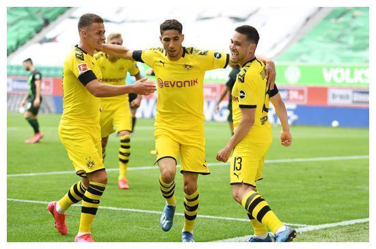 德甲:格雷罗阿什拉夫破门 多特2-0十人狼堡夺6连胜