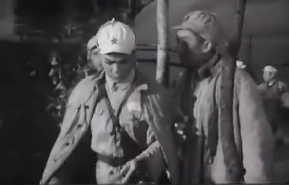 碧海丹心:全连战士陆地旱练,渔民感动,誓死为解放海南岛做贡献