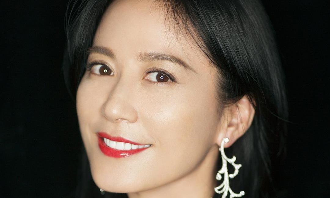 俞飞鸿在薇娅直播间不断崩人设,网友:她是想复制王菲的人设?