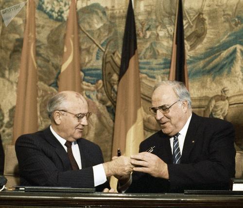 苏联的解体,8.19事件,两大领导人扮演什么样的角色