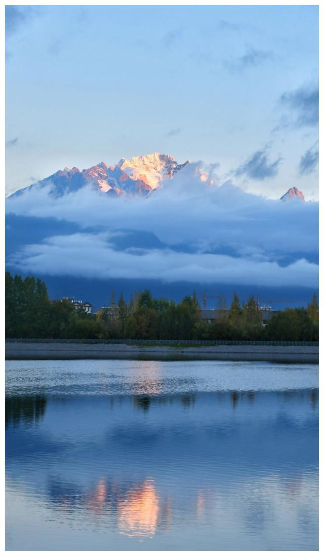 丽江清溪水库拍的这玉龙雪山要逆天