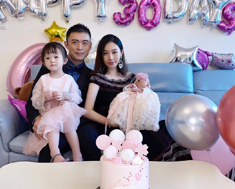 """48岁樊少皇二胎得女,妻子贾晓晨是个山东""""大妞"""",但穿衣很港"""