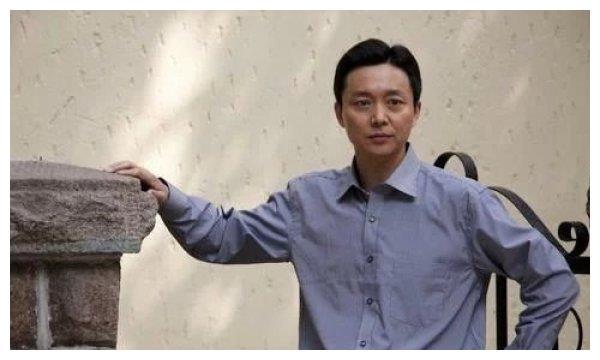 与张嘉译是同学,10年都没戏可拍的刘奕君,凭背影征服观众