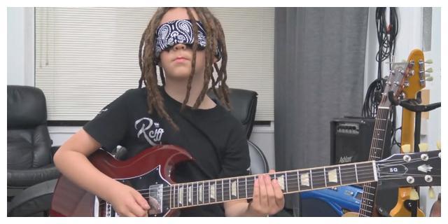 11岁吉他小子音乐性居然这么强!太有天赋了,弹的简直出神入化