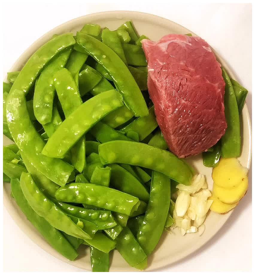 减脂之下饭菜牛肉粒炒荷兰豆