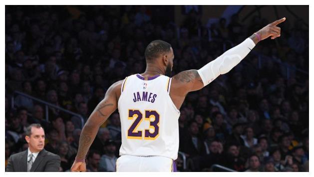詹姆斯宣布球衣不印维权标语,誓言复赛只为冠军而战,你怎么看?