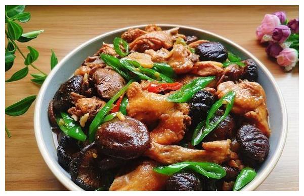 鸡肉和它搭配一起烧,营养美味又下饭,一出锅,整个屋子都香了
