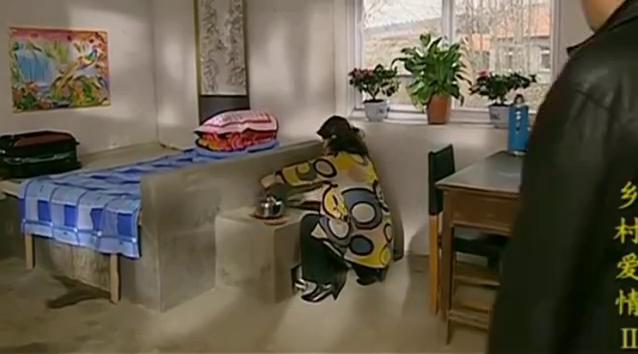 王云对刘大脑袋太上心了,怕他住在村部着凉,特意搭了个炕