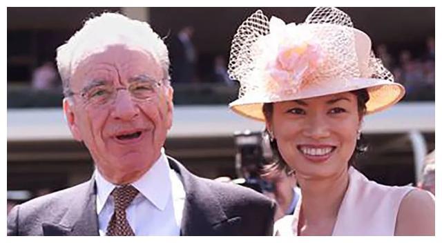 邓文迪天生龅牙高颧骨,偏能赢默多克美艳前妻,靠的正是东方之美