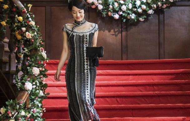 马伊琍新剧穿蕾丝旗袍,五官英气打扮却柔美,人到中年越来越妩媚