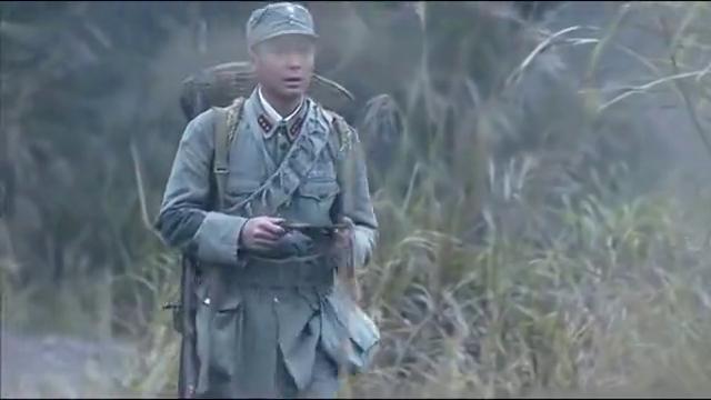 战士去运送物资,不料半路竟发现一堆榴弹炮,这下打鬼子有装备了
